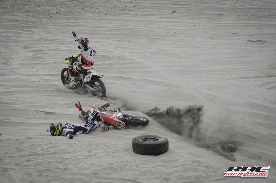 After an excruciating main event that lasted more than 5 minutes, 11-time Baja 1000 champ Johnny Campbell falls to the sand as Destry Abbott earns his first Baja title in the Circle Races