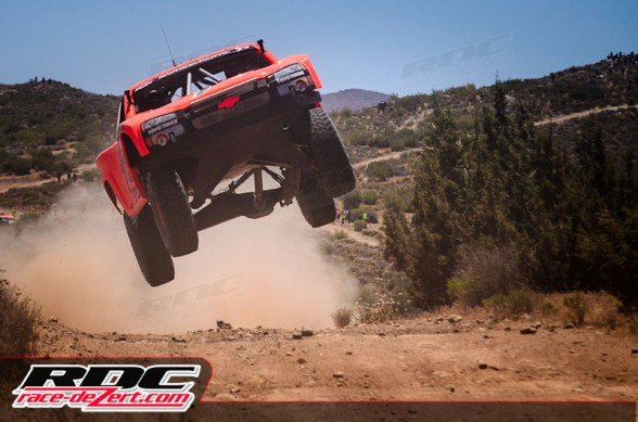Top qualifier and race winner Robby Gordon shows how it's done at the first ever qualifying event at a SCORE Baja race.