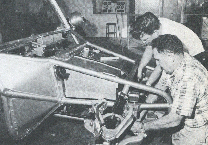 Vic Hickey (r.) puts finishing touches on Boot prior to '67 MEXICAN 1000.