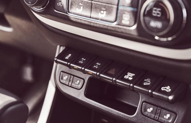 2017 Chevrolet Colorado ZR2 – off-road controls