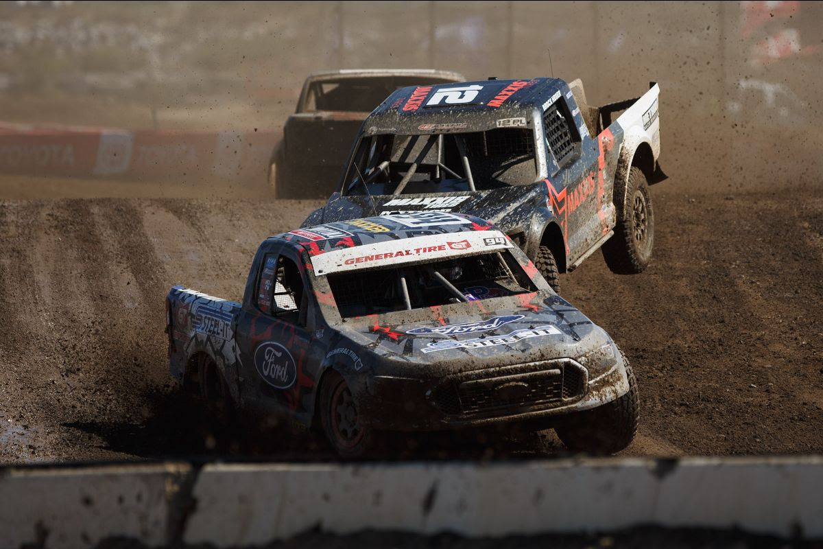 Christopher Polvoorde (front) made the first statement of the Pro Lite season with a victory on Saturday. Photo: Lucas Oil Off Road Racing Series